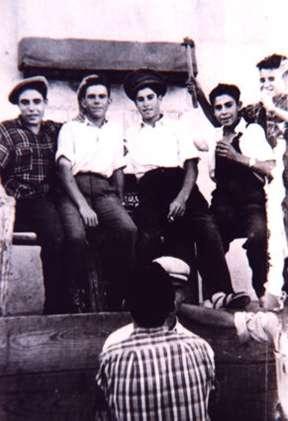 109.-Manuel-Moreno-Alonso-y-otros-carpinteros-de-la-plaza-de-toros.-Hacia-1960.-Proced.-Manuel-Moreno