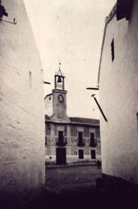 11.-Fachada-del-Ayuntamiento-desde-el-Cjon.-de-Vaquero.-Ano-1936.-Procedencia-Pedro-Lazaro-Carrasco