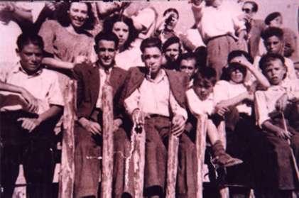 114.-Antonio-Picaura-y-Felix-El-Calixto-espectadores-en-la-plaza.-Hacia-1960.-Pr.-Ana-I.-Garcia