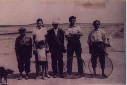 124.-Trabajadores-del-campo-en-la-finca-Notarroches.-Ano-1969.-Procedencia-Eugenia-Lopez-Ruano