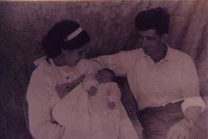 125.-Angel-Muniz-y-Eugenia-Lopez-con-su-primera-hija.-Ano-1963.-Procedencia-Eugenia-Lopez-Ruano