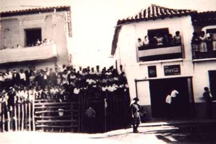 128.-Plaza-de-toros-de-palos.-Decada-de-1950.-Procedencia-Archivo-Municipal
