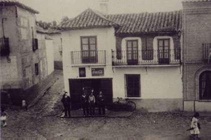 13.-Plaza-de-la-Constitucion.-Ano-1960.-Procedencia-Francisco-Pleite