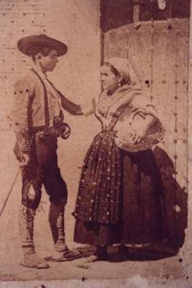 131.-Panadera-y-arriero-en-la-calle-Real.-Hacia-1910.-Procedencia-Isabel-Coque
