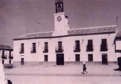 14.-Fachada-del-Ayuntamiento.-Hacia-1960.-Procedencia-Emiliano-Magan