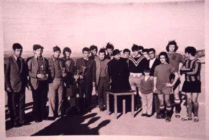 146.-Club-Deportivo-Bargas-con-el-parroco,-D.-Francisco-Soto.-Ano-1969.-Procedencia-Julian-Hernandez-Pleite