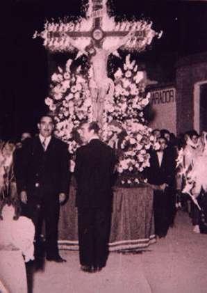 147.-La-carroza-del-Cristo-pasando-por-la-esquina-de-la-posada.-Ano-1946.-Proc.-Pedro-Lazaro-Carr