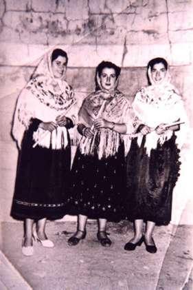 150.-Las-hermanas-Pepa-y-Fortuna-Sanchez-Perez-con-una-amiga.-Hacia-1965.-Procedencia-Josefa-Sanchez