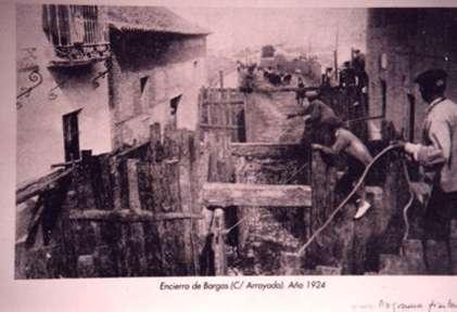 157.-Encierro-en-la-calle-Arroyada.-Ano-1924.-Procedencia-Mª-Eugenia-Alguacil
