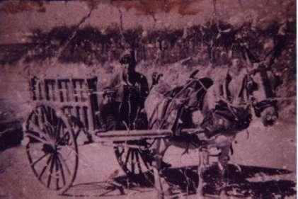 164.-Inocencio-Gutierrez-El-Huevero-con-su-hijo-Julian.-1958.-Proced.-Inocencio-Gutierrez
