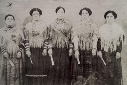 187.-Esperanza-Rodriguez-Pica,-Tia-Silvestra,-Tia-Juana-y-Tia-Dolores.-Ano-1915.-Pr.-Angeles-Hdez.-del-C