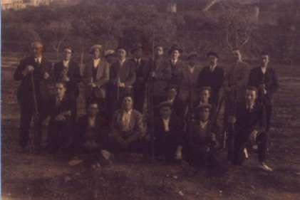 203.-Grupo-de-cazadores-barguenos-en-la-Vega-Baja.-Hacia-1925.-Procedencia-Angel-de-la-Torre