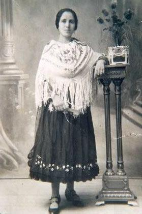 214.-Barguena-con-traje-de-lujo.-Ano-1925.-Procedencia-Vicenta-Alconchel
