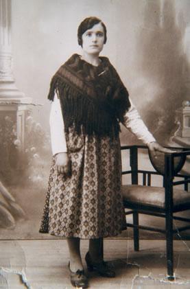 216.-Maria-Gutierrez-Oropesa-con-traje-de-diario.-Ano-1930.-Procedencia-Vicenta-Alconchel