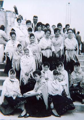 226.-Grupo-de-barguenas-en-el-Corpus-de-Toledo.-Hacia-1964.-Procedencia-Rosario-Bargueno