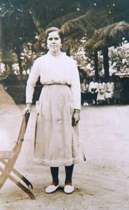 228.-Juliana-Perez-Gutierrez-en-la-Vega-de-Toledo.-Hacia-1920.-Procedencia-Rosario-Bargueno