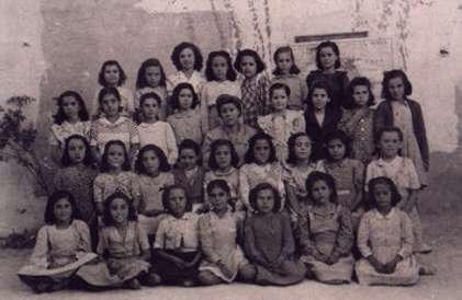 24.-Grupo-escolar-de-ninas-con-la-maestra-Dona-Sofia.-Ano-1943.-Procedencia-Pedro-Lazaro-Carrasco