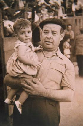 253.-Victor-Quintanilla-con-el-nino-Manuel-Sanchez-de-la-Fuente.-Ano-1957.-Procedencia-Manuel-Sanchez