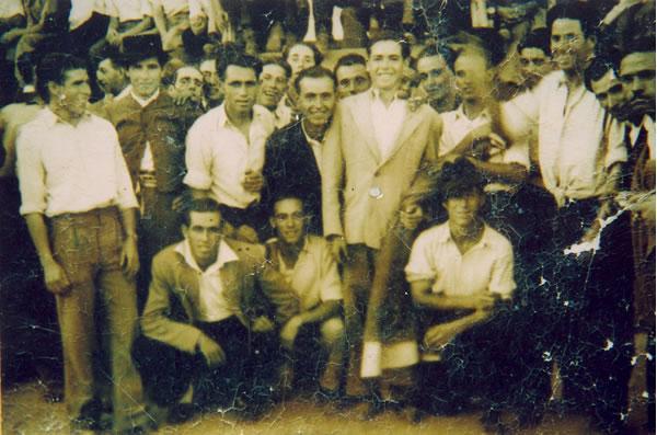 265.-Mozos-en-la-plaza-de-toros-de-palos.-Hacia-1940.-Procedencia-Emiliano-Magan
