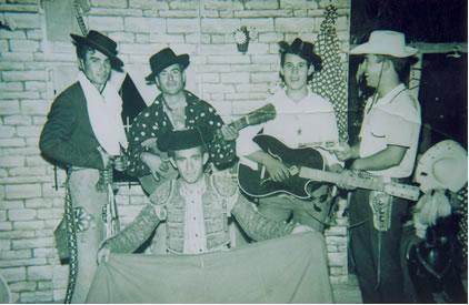 274.-Eusebio-Alhambra-Ruiz-con-unos-amigos-en-la-feria-de-Toledo.-Ano-1965.-Procedencia-Eusebio-Alhambra