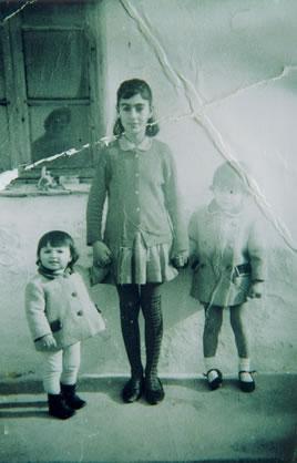 275.-Juana-Alhambra-Ruiz-cuidando-ninos-en-Madrid.-Hacia-1965.-Procedencia-Juana-Alhambra