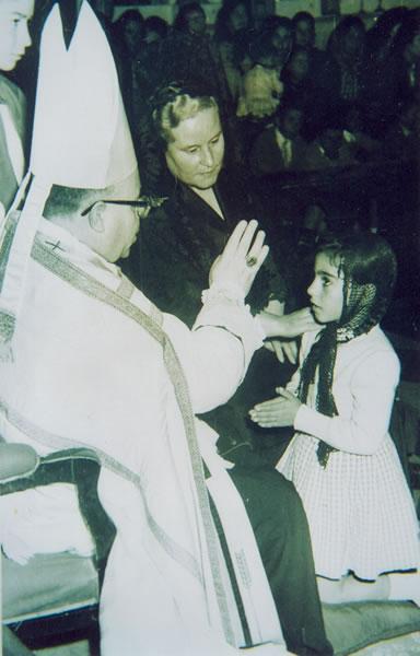 277.-Juana-Alhambra-Ruiz-durante-su-Confirmacion.-Hacia-1965.-Procedencia-Juana-Alhambra