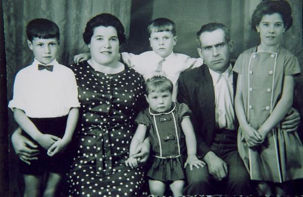 287.-Familia-de-Anastasio-Cerdeno-Perez-y-Manuela-Garcia-Gutierrez.-Ano-1964.-Proced.-Manuela-Garcia