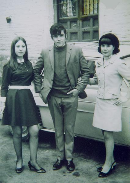 293.-Mª-Angeles-Cerdeno-con-sus-amigos-Emilio-y-Esperanza.-Ano-1968.-Procedencia-Manuela-Garcia-Gutierre
