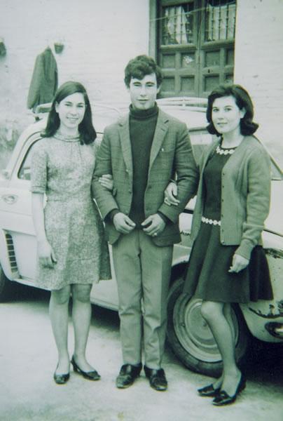 294.-Mª-Angeles-Cerdeno-con-sus-amigos-Antonio-y-Angeles.-Ano-1968.-Procedencia-Manuela-Garcia-Gutierrez