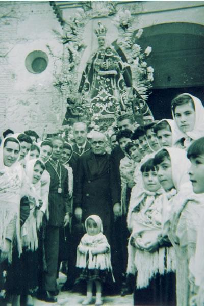 299.-Procesion-de-la-Virgen-de-la-Cabeza-en-Bargas.-Procedencia-Isabel-Alonso