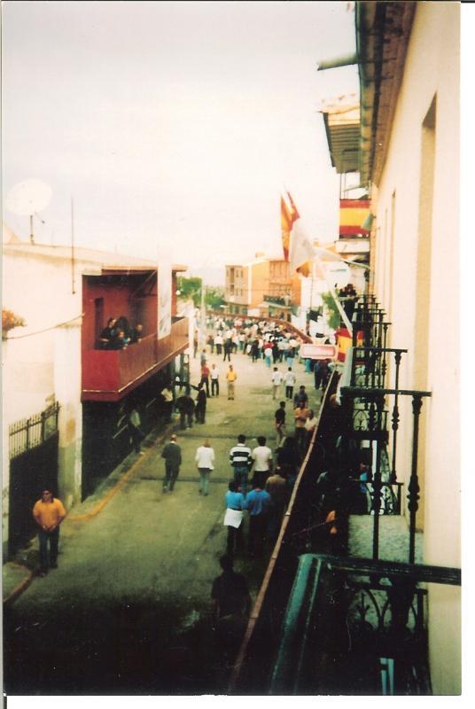 304.-Encierros-vistos-desde-el-balcon-del-Ayuntamiento.-Ano-1998.-Procedencia-M.Jesus-Alonso-Alonso