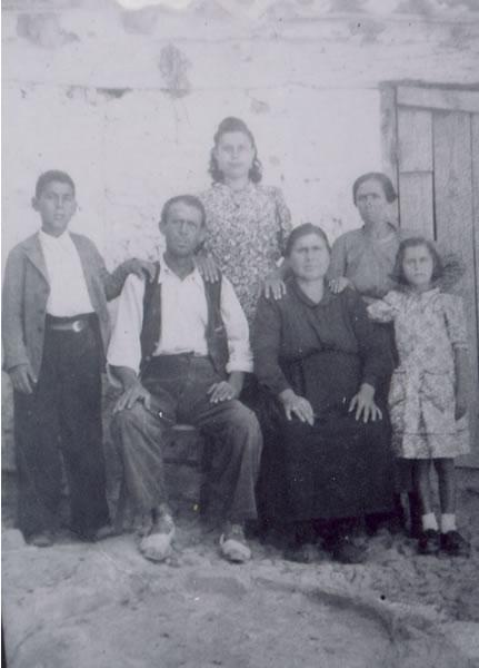 319.-Familia-de-Emilio-Gutierrez-Pleite.-Procedencia-Julian-Bargueno-y-Maria-Gutierrez