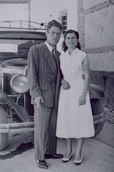 322.-Maria-Gutierrez-Pleite-y-Julian-Bargueno-Gutierrez.-Ano-1958.-Proc.-Familia-Bargueno-Gutierrez.-Fot