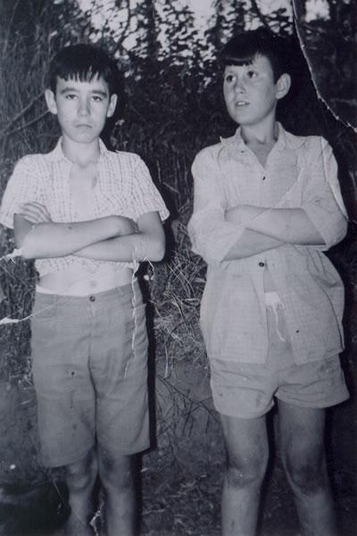 331.-Miguel-Fuentes-Bargueno-con-el-hijo-del-Tostonero.-Hacia-1965.-Procedencia-Pilar-Bargueno