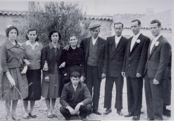 333.-Familia-de-Fernando-Bargueno-y-Antonia-Perez.-Hacia-1955.-Procedencia-Pilar-Bargueno