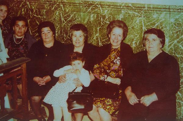 337.-Las-hermanas-Teodora,-Benita-y-Leandra-Martin-con-su-prima-Paula.-Procedencia-Manuela-Perez-Martin