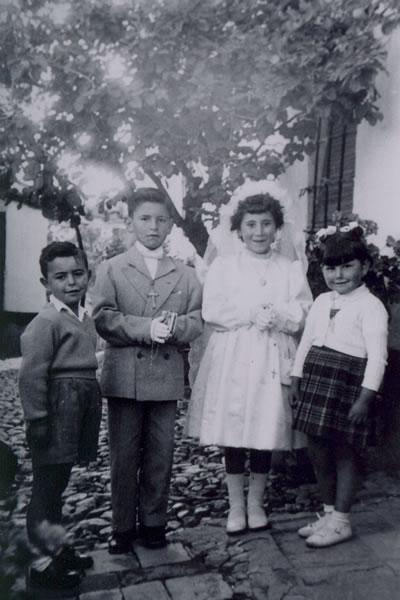 341.-Primera-Comunion-de-Antonia-Perez-Martin-y-Javier-Mena.-Procedencia-Manuela-Perez