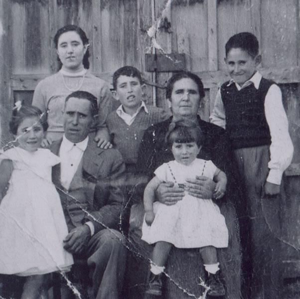 353.-Familia-de-Abundio-Perez-y-Teodora-Martin--Los-Castellanos-.-Procedencia-Manuela-Perez-Martin