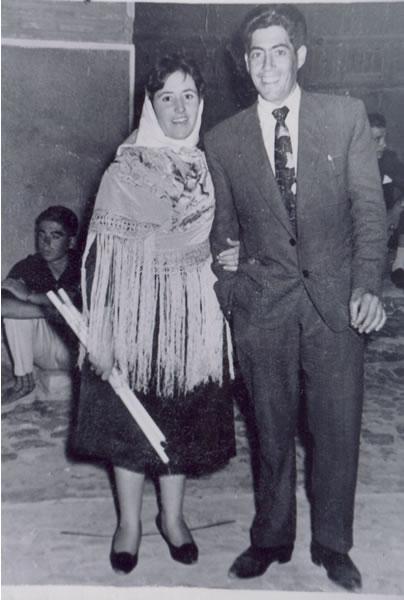 356.Santiago-Hernandez-y-Manuela-Perez-en-la-Procesion.-Procedencia-Manuela-Perez