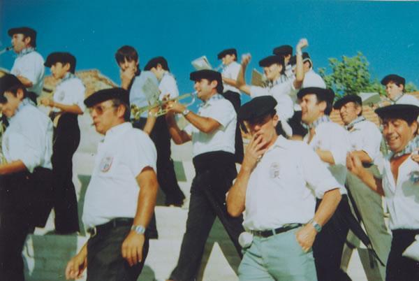 363.-Grupo-de-la-Pena-La-Viga-durante-las-fiestas.-Hacia-1985.-Procedencia-Manuela-Perez