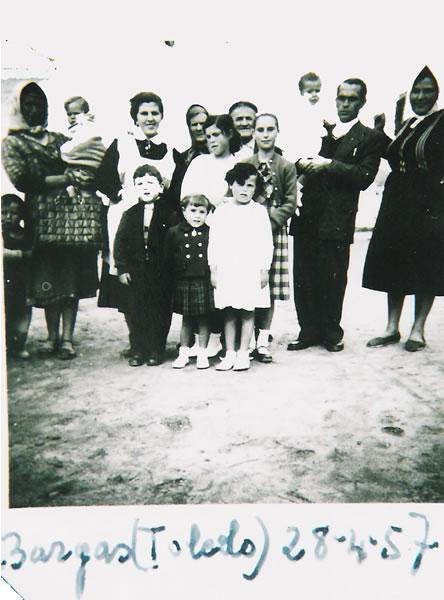 365.-Familia-de-Manuela-Garcia-Gutierrez--Los-Chamendes-.-Ano-1957.-Procedencia-Manuela-Garcia-Gutierrez