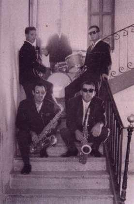 38.-Grupo-musical-The-Bleus-en-las-escalinatas-del-Ayuntamiento.-Ano-1967.-Procedencia-Ana-Isabel-Garcia