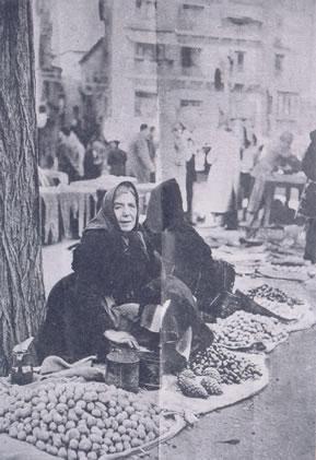 382.-Dolores-Gutierrez-vendiendo-en-el-Zoco-de-Toledo.-Ano-1956.-Proced.-Victoria-Hernandez-Gutierrez