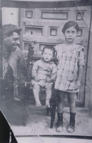 386.-Evaristo-Hernandez-Villasevil-con-sus-hijos-Benito-y-Eusebia.-Ano-1922.-Procedencia-Victoria-Hernan