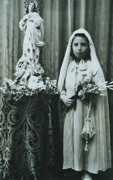 394.-Primera-Comunion-de-Milagros-Sanchez-Bargueno.-Ano-1941.-Procedencia-Ana-Mª-Segui