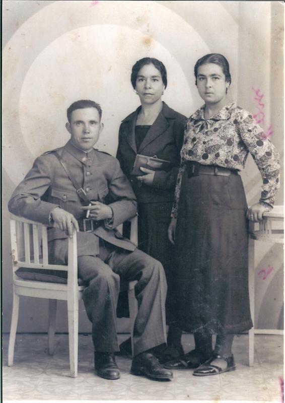 402.-Elias-Hdez.-Redondo-con-su-mujer-Fulgencia-y-su-hermana-Antonia.-Ano-1936.-Proced.-Maria-Hernandez-