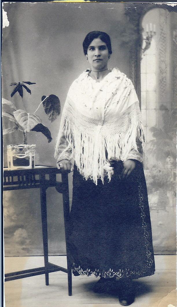 407.-Ambrosia-Gutierrez-ataviada-con-traje-de-lujo.-Ano-1923.-Procedencia-M-Jesus-Holgado.-Foto-Rodrigu