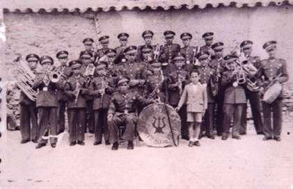 43.-Agrupacion-musical-con-el-maestro-Don-Amando-Huecas-Gencia.-Ano-1946.-Procedencia-Emiliano-Magan