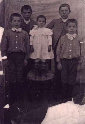 46.-Grupo-infantil-de-la-familia-de-la-Fuente-Gutierrez.-Ano-1913.-Procedencia-Isabel-de-la-Fuente
