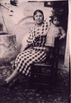 48.-Raimunda-Lucrecia-Ontalba--Lucrecia--con-su-sobrina.-Ano-1925.-Procedencia--Isabel-de-la-Fuente